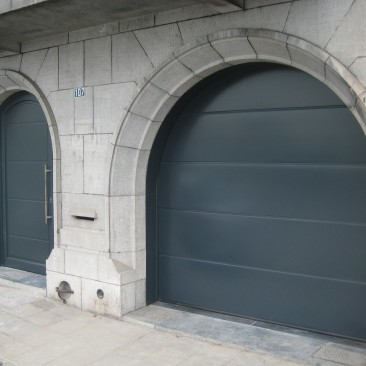 ENSEMBLE PORTE ET PORTE DE GARAGE