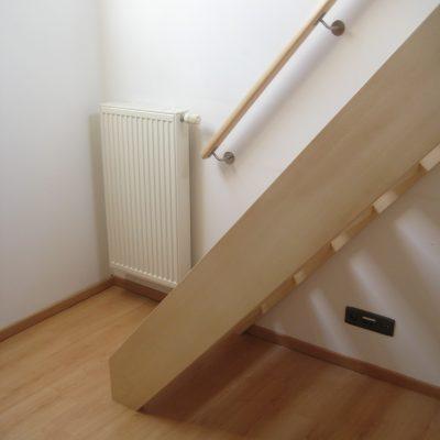 Escalier Hêtre massif finition huile naturel 3 couches.